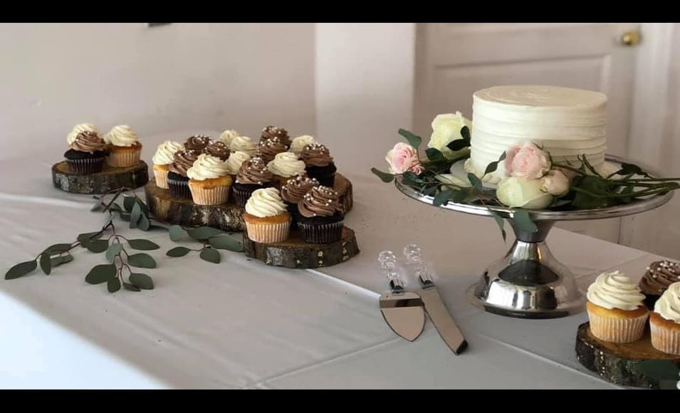 cake and cupcakes from wedding event the cake bar2 flipped black bg